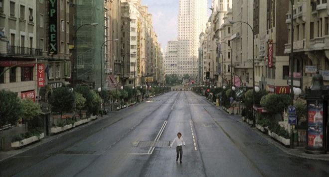 Escena de la película 'Abre los ojos', de Alejandro Amenábar, rodada en la Gran Vía de Madrid, completamente vacía.