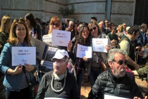La asociación ADELA-CV, invitada ayer por el Ayuntamiento de Valencia para disfrutar la 'mascletà', reivindica el plan.