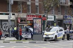 Dos patrullas de la Policía Municipal en Avenida de América.