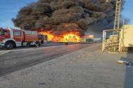 Extinguido el incendio en una empresa de reciclaje de Alcorcón