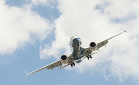 Boeing 737 MAX en pleno vuelo.