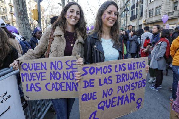 Dos manifestantes el pasado 8-M en Barcelona