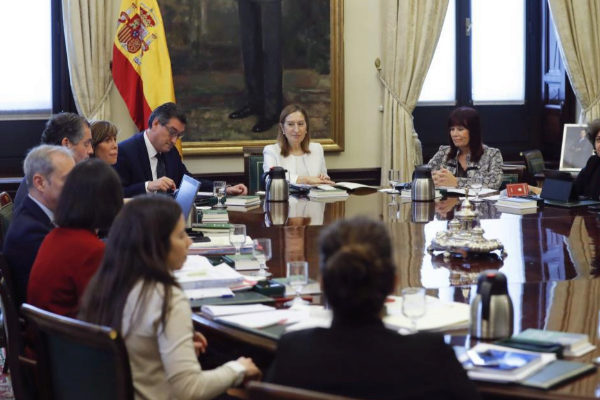 La presidenta del Congreso, Ana Pastor, durante la reunión de la Mesa de la Diputación Permanente.