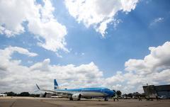 Un avión 737 MAX en el aeropuerto de Ezeiza, de Aerolíneas Argentinas.