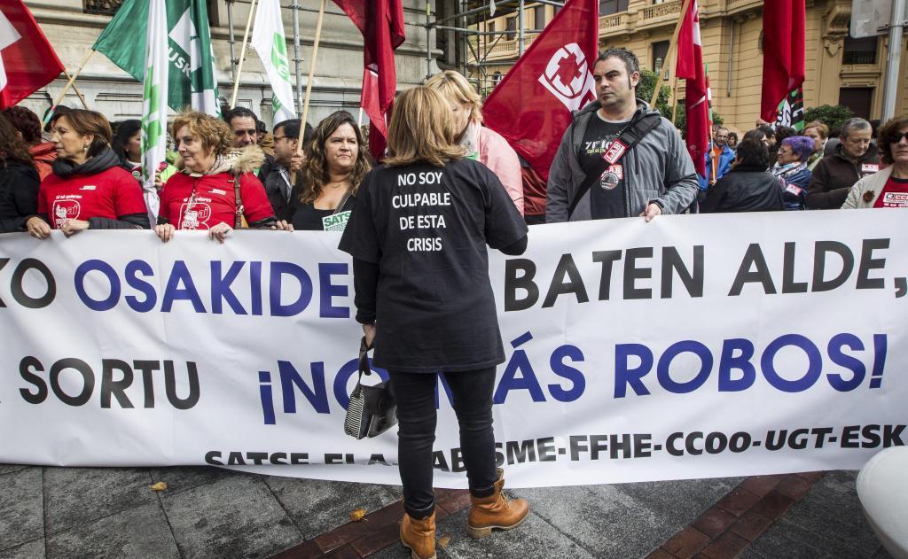 Manifestación de los sindicatos ante la sede de Osakidetza.