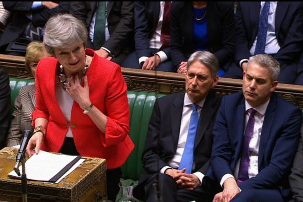 La primera ministra Theresa May interviene ayer en la Cámara de los Comunes.