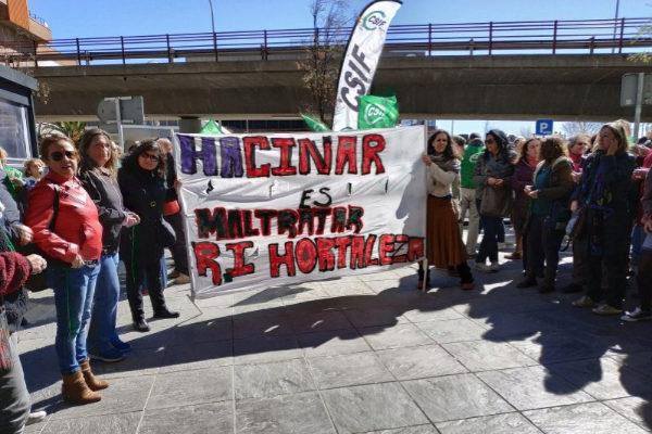Protesta de los trabajadores del centro de Hortaleza, este miércoles.
