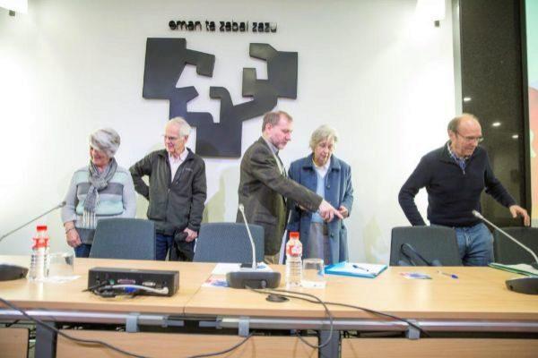 Aramburu, Placer, De Pablo, Fuentes y Unzueta antes de comenzar el debate.