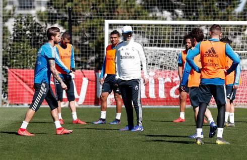 Zidane, durante el entrenamiento de este miércoles en Valdebebas.