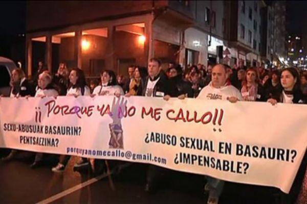 Manifestación contra los abusos en Basauri.