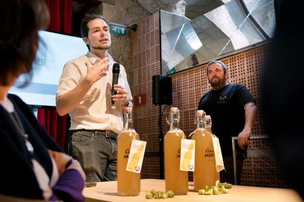 Presentación de la primera cerveza colaborativa barcelonesa