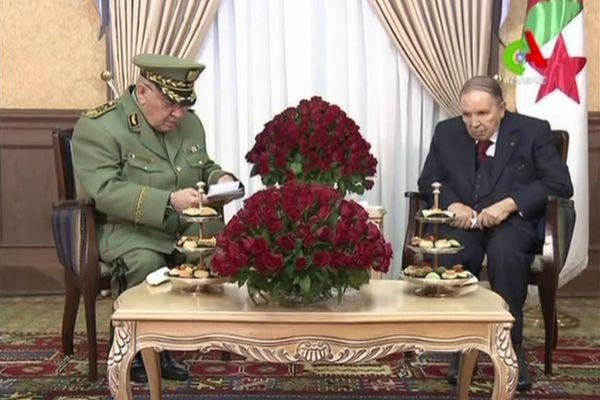 El presidente Buteflika y su jefe de Estado Mayor, el pasado lunes.