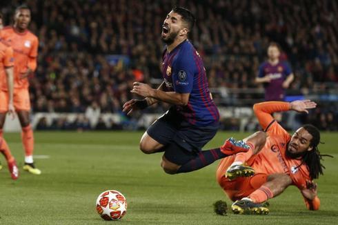 Luis Suárez, en la acción del penalti del 1-0.
