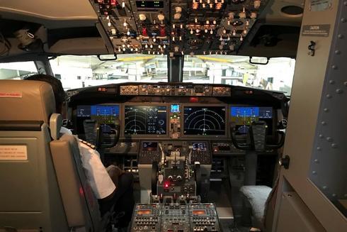 Cabina de un Boeing 737 MAX 8.