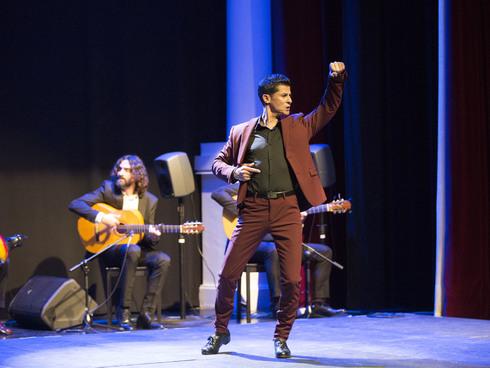 Rafael Campallo dejando absorto al público bailando por soleá.