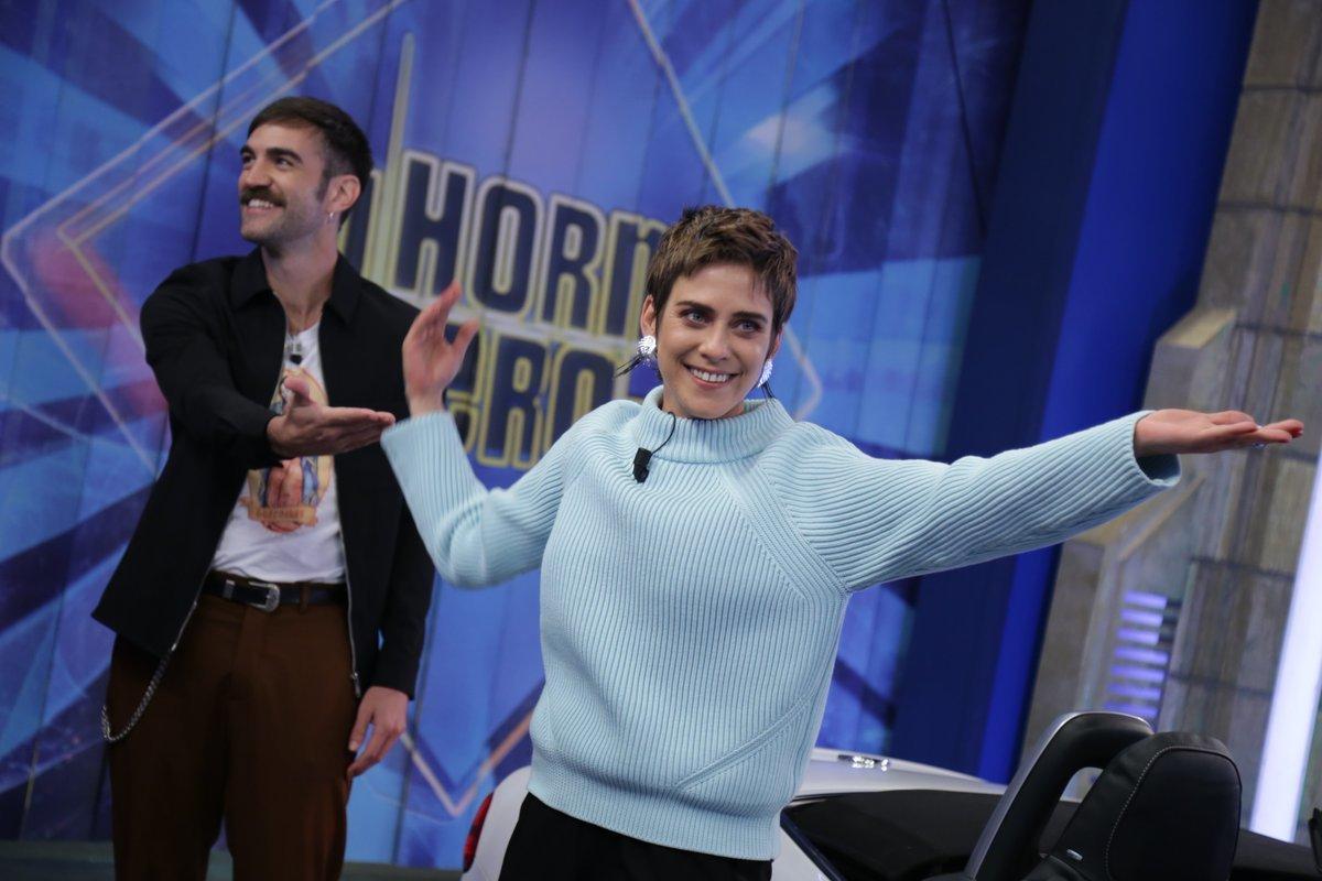 Jon Plazaola y María León de Allí Abajo visitan El Hormiguero en Antena 3 para promocionar la quinta temporada de la serie