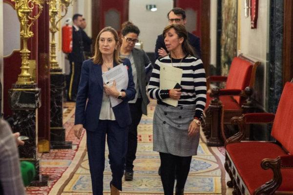 Ana Pastor y Alicia Sánchez-Camacho, a su llegada a la Diputación Permanente.