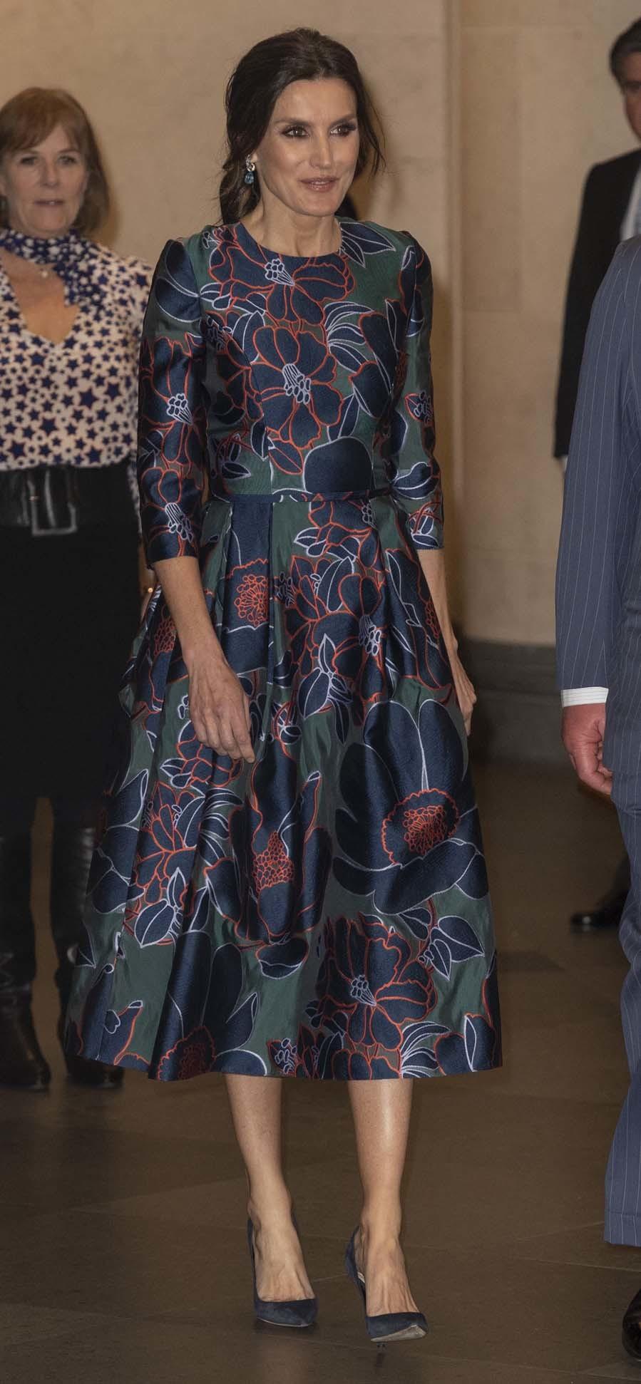 La reina Letizia ha asistido a la inauguración de la...