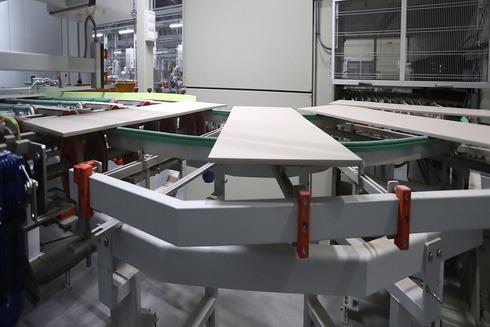 Línea de producción de una azulejera.