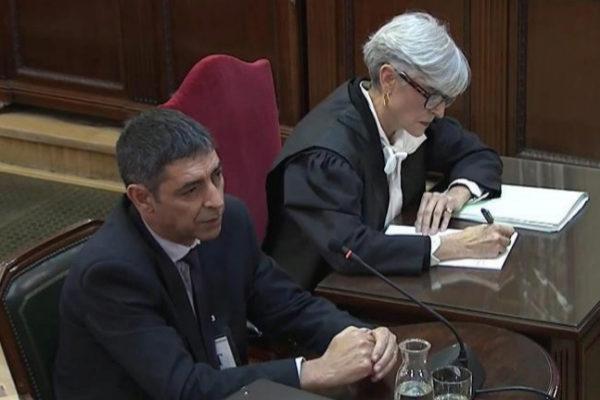 Josep Lluís Trapero y su abogada, Olga Tubau, durante su declaración.