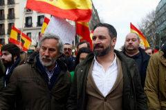 El líder de Vox, Santiago Abascal, junto a otros miembros del partido como Ortega Smith en la concentración de Colón contra Sánchez