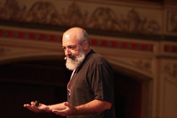 Intervención de Pepe Cervera en una conferencia.