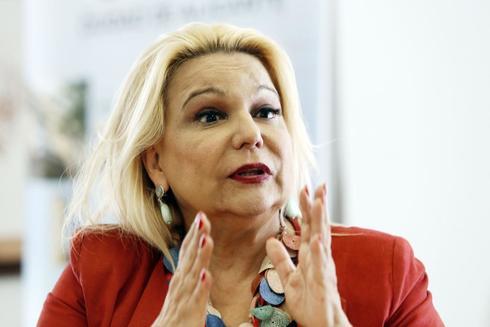 La investigadora Celia Sánchez-Ramos durante la rueda de prensa de ayer.