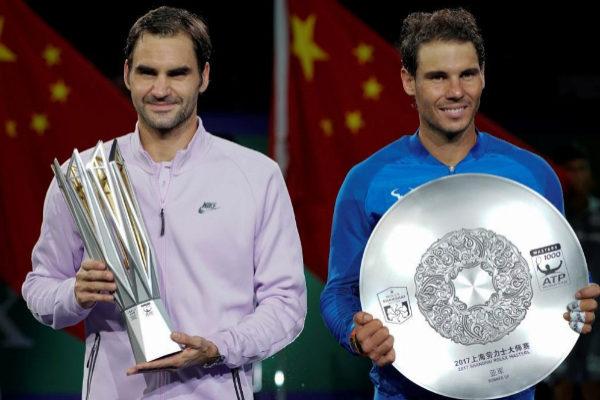 Federer y Nadal, tras la final del Masters de Shanghai de 2017.