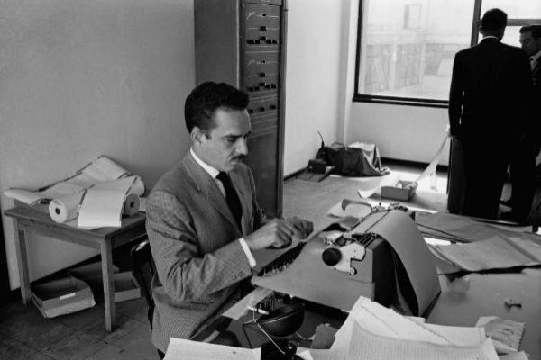 Gabriel García Márquez en las oficinas de Prensa Latina, Bogotá, 1959.