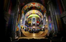 ¿Te imaginas comer, dormir o patinar en una iglesia?