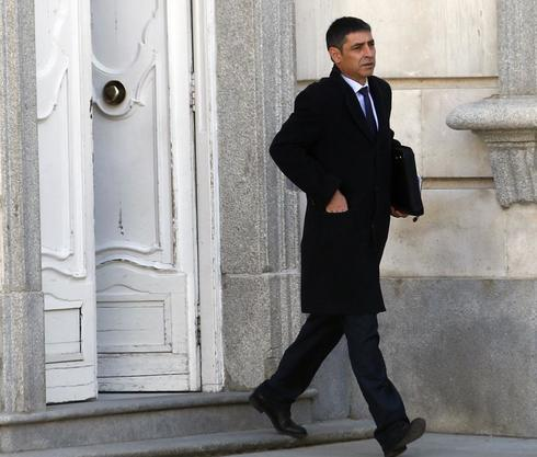 Josep Lluís Trapero sale del Tribunal Supremo durante un receso de su...