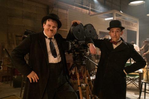 La película recuerda la gira que Oliver Hardy (John C. Reilly) y Stan Laurel (Steve Coogan, dcha.) realizaron en 1953 por teatros de Gran Bretaña.