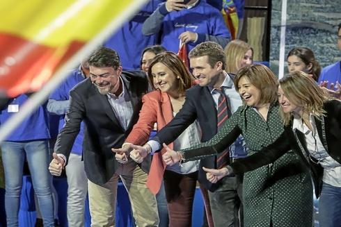 Pablo Casado junto con Isabel Bonig y los candidatos del PP a las capitales de provincia.