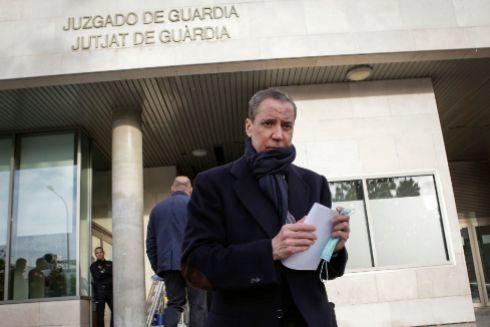 Eduardo Zaplana en una de sus comparecencias semanales ante el juzgado en Valencia.