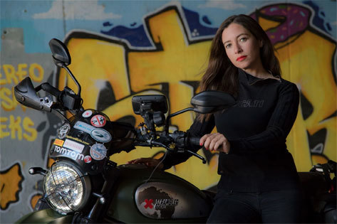 La aventura en solitario de una española que ha cruzado África en moto
