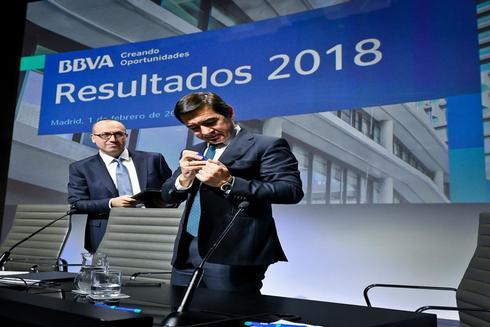 El presidente de BBVA, Carlos Torres Vila, y el consejero delegado, Onur Genç