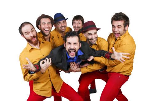 Guillem Albá junto a sus seis músicos que forman parte del espectáculo 'Marabunta'