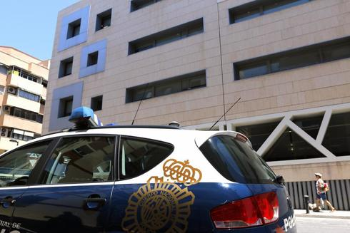 Un coche de la Policía Nacional en Alicante.