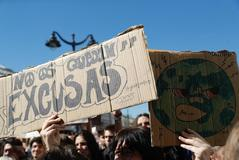 """Movilización masiva de estudiantes: """"No juguéis con nuestro futuro"""""""