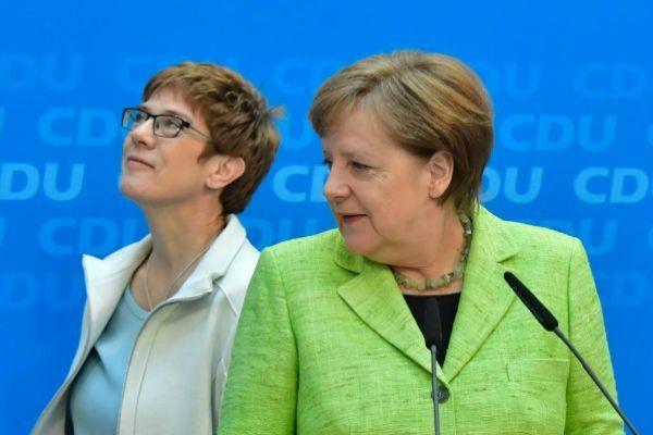 La canciller alemana, Angela Merkel, junto a su sucesora, Annegret Kramp-Karrenbauer.