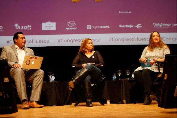"""De izquierda a derecha: Alberto B. Mendoza, Nancy San Martín y Selymar Colón durante la ponencia """"Periodismo latino en EEUU"""""""
