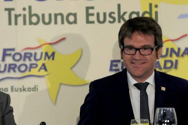 El alcalde de Vitoria Gorka Urtaran durante una intervención en el Forum Europa Nueva Economía.