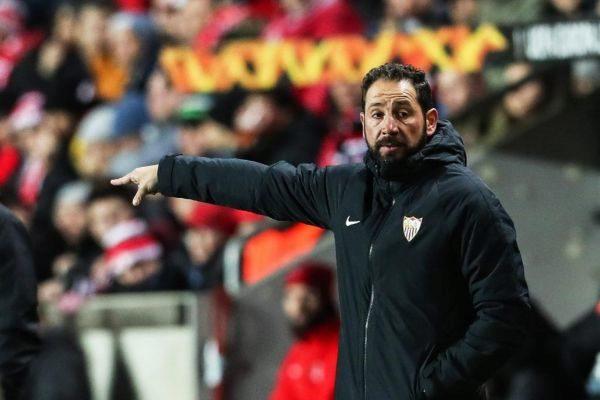 EPA6981. PRAGA (REPÚBLICA CHECA).- El entrenador de Sevilla, Pablo <HIT>Machin</HIT>, reacciona este jueves durante un partido de la ronda 16 Liga Europa de la UEFA entre el SK Slavia Praga y el Sevilla FC, en Praga (República Checa).