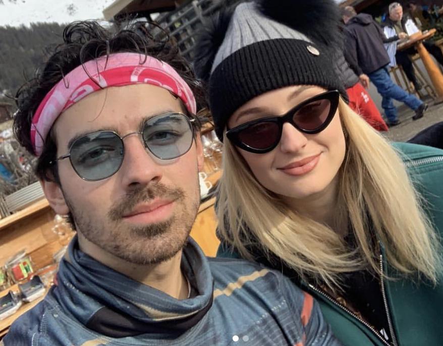 Sophie Turner ha revelado el final de Juego de Tronos a Joe Jonas