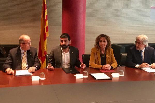 El presidente de Pimec, Josep González, el conseller de Treball,  Chakir el Homrani y la consellera de Justícia Ester Capella y el presidente de Foment Josep Sánchez Llibre.
