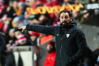El Sevilla destituye a Machín y pone en el banquillo a Caparrós