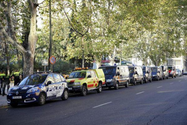 Coches de la Policía Municipal, Policía Nacional y el Samur en La Castellana.