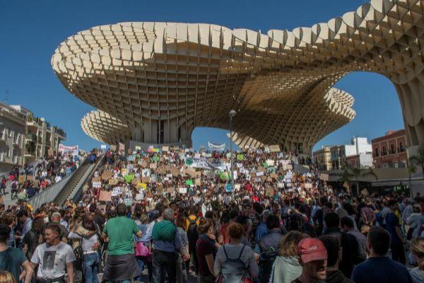 Un momento de la concentración de este viernes en Sevilla.