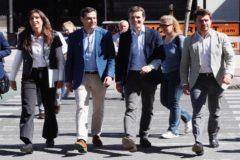 Loles López, Juan Manuel Moreno, Pablo Casado y Beltrán Pérez, este viernes en Sevilla.