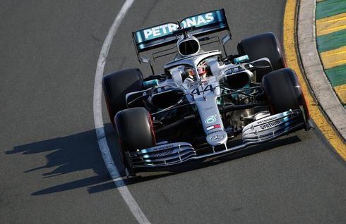 ZSN004. <HIT>Melbourne</HIT> (Australia).- British Formula One driver Lewis <HIT>Hamilton</HIT> of Mercedes AMG GP in action during the qualifying session for the 2019 Formula One Grand Prix of Australia at the Albert Park Grand Prix Circuit in <HIT>Melbourne</HIT>, Australia, 16 March 2019. The 2019 Formula One Grand Prix of Australia will take place on 17 March 2019. (Fórmula Uno) EPA/